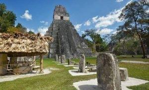 Los grandes monumentos de piedra de Tikal