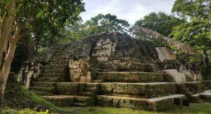 Ciudad maya Ruinas de Uaxactún Petén