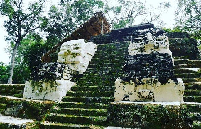 Ruinas de Uaxactún en Petén