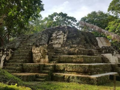 Sitio Arqueológico Uaxactún en Petén