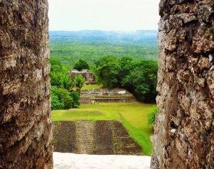 Vista del Templo Mayor de Yaxhá