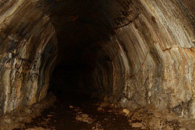 Cuevas en el Volcán Amayo