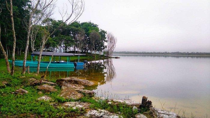 Laguna Yaxhá, Petén