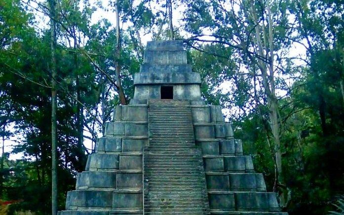 Representación de Templos Mayas