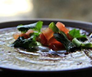 Sopa-de-frijol-guatemalteca